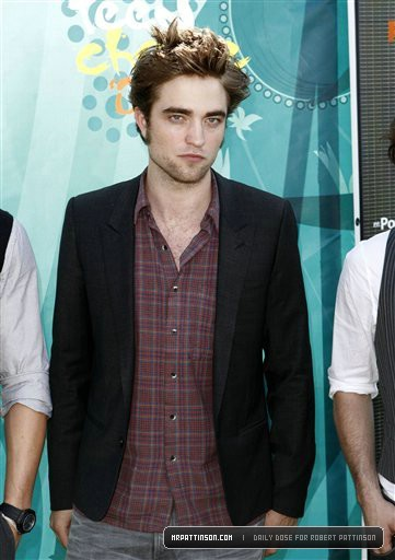I think Rob is bored here, guys. Understandable, standing in front of stupid photgraphers for ever can hardly be much fun.